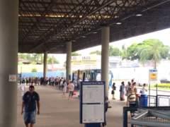 Terminal-Ouro-Verde-teve-filas-devido-à-demora-dos-ônibus-240x180