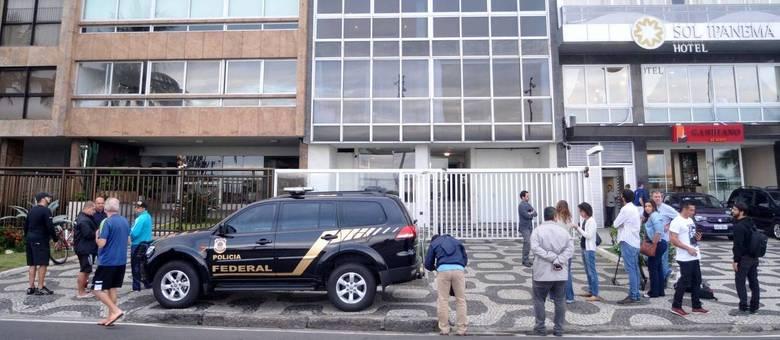 RJ - OPERAÇÃO LAVA JATO/APARTAMENTO AÉCIO NEVES - GERAL - Apartamento do senador Aécio Neves é alvo de busca e apreensão durante operação da força-tarefa da Lava Jato, em Ipanema, no Rio de Janeiro (RJ), na manhã desta quinta-feira (18). A operação teria tido início após a delação do dono do frigorífico JBS, Joesley Batista, que entregou à Procuradoria-Geral da República (PGR) uma gravação do senadorAécio Neves pedindo a ele R$ 2 milhões. 18/05/2017 - Foto: ALESSANDRO BUZAS/FUTURA PRESS/FUTURA PRESS/ESTADÃO CONTEÚDO